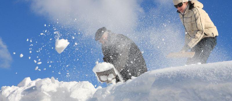 pelle à neige toiture