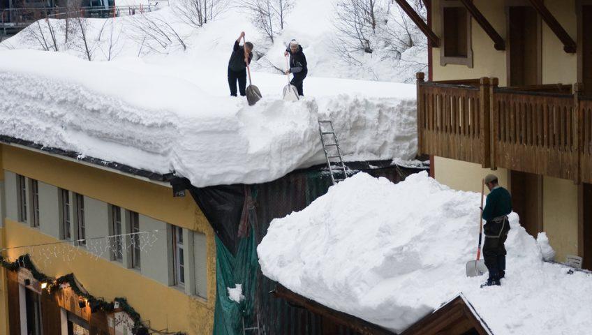 comment deneiger un toit plat